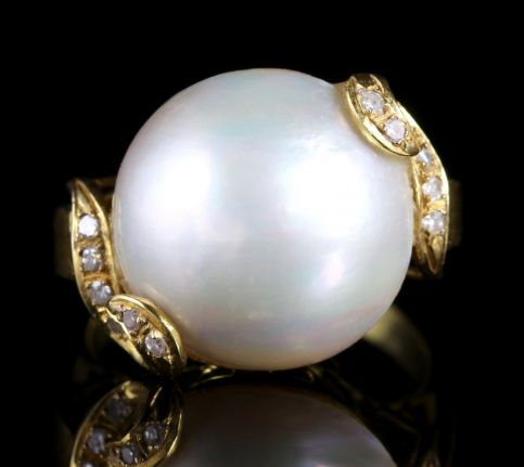 Retro Large Mabe Pearl Diamond 14ct Gold Ring FRONT