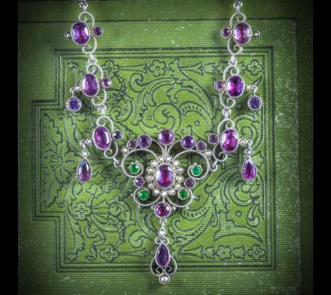 ANTIQUE_VICTORIAN_SUFFRAGETTE_NECKLACE_CIRCA_1900_COVER_600x