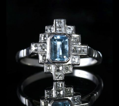 AQUAMARINE DIAMOND 18CT RING EMERALD CUT AQUAMARINE PRINCESS CUT DIAMONDS RIGHT FRONT
