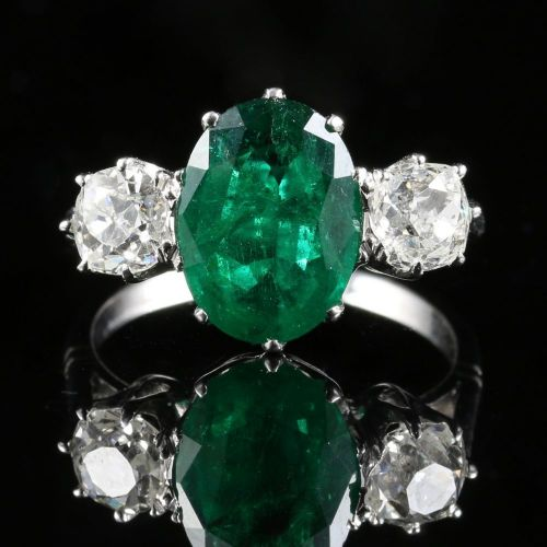 FABULOUS 4.50CT EMERALD & 1.30CT OLD CUT DIAMOND TRILOGY 18CT WHITE GOLD RING