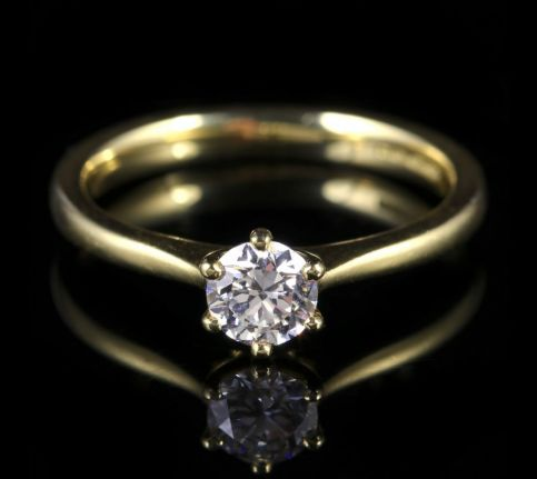 DIAMOND SOLITAIRE ENGAGEMENT RING 18CT GOLD 0.60CT VS1 FRONT