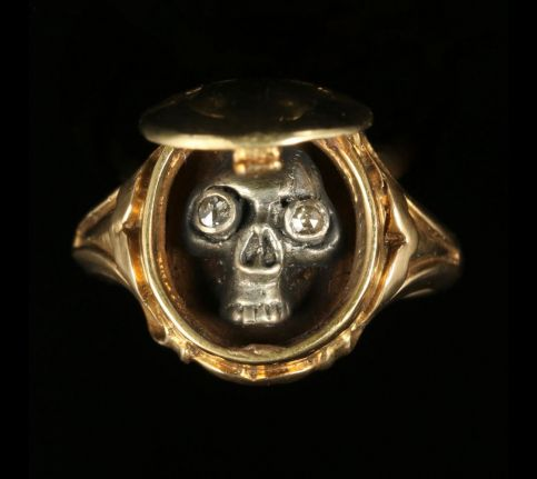 Memento Mori Skull Diamond Locket Ring 18ct Gold Skull Crossbones FRONTOPEN